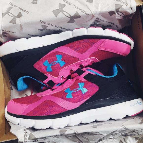 NWT✨ Women s Under Armour Micro G Velocity Shoes e7fd09da72